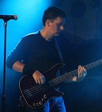 Bassiste cherche groupe sérieux