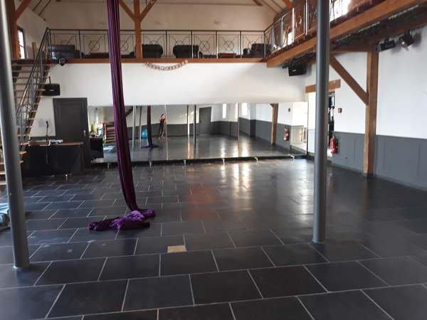 Salle à louer pour acrobatie aérienne & danse