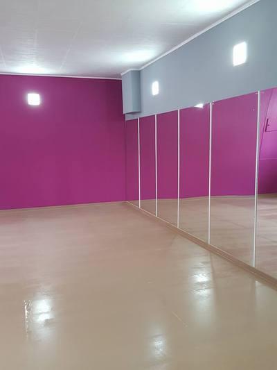 salle de danse ou de musique herstal 4040. Black Bedroom Furniture Sets. Home Design Ideas