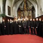 Recherchons chef de chœur, choristes et musiciens.